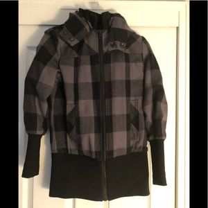 🚨 WINTER SALE Gray and black plaid fall jacket